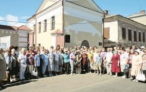 05_Мологжане возле Музея Мологского края на традиционной августовской встрече