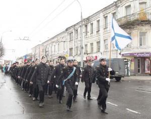 03_Шествие по улице Крестовой к памятнику адмиралу