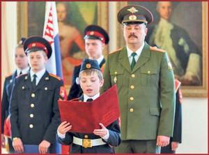 04_Кадет 5-го класса Роман Староверов зачитывает клятву кадета