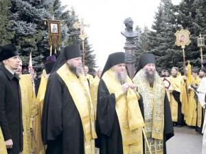 04_Молебен у памятника адмиралу Ушакову отслужили три епископа Русской Православной Церкви