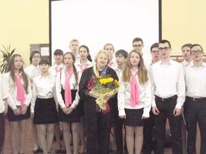 14_Наталья Суркова спела «Землянку» вместе с «Соколятами»