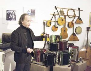 05_Митя Кузнецов доказал, что коса - музыкальный инструмент