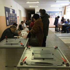 О нарушениях на избирательных участках можно сообщить на горячую линию