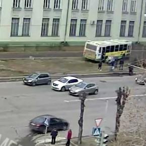 В Рыбинске автобус вылетел на тротуар