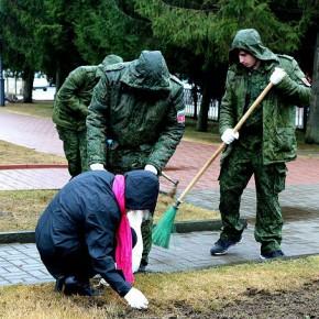 Субботник у памятника ликвидаторам