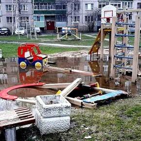 УК в Рыбинске не следят за детскими площадками