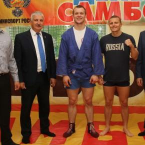 Денис Добряков поздравил с победой чемпиона Европы по самбо