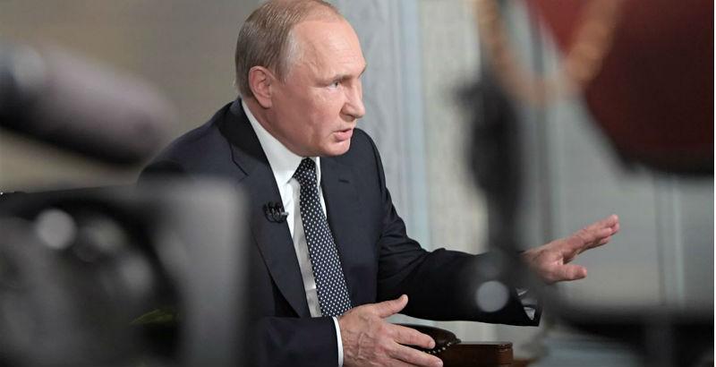 Путин выступил вподдержку женщин